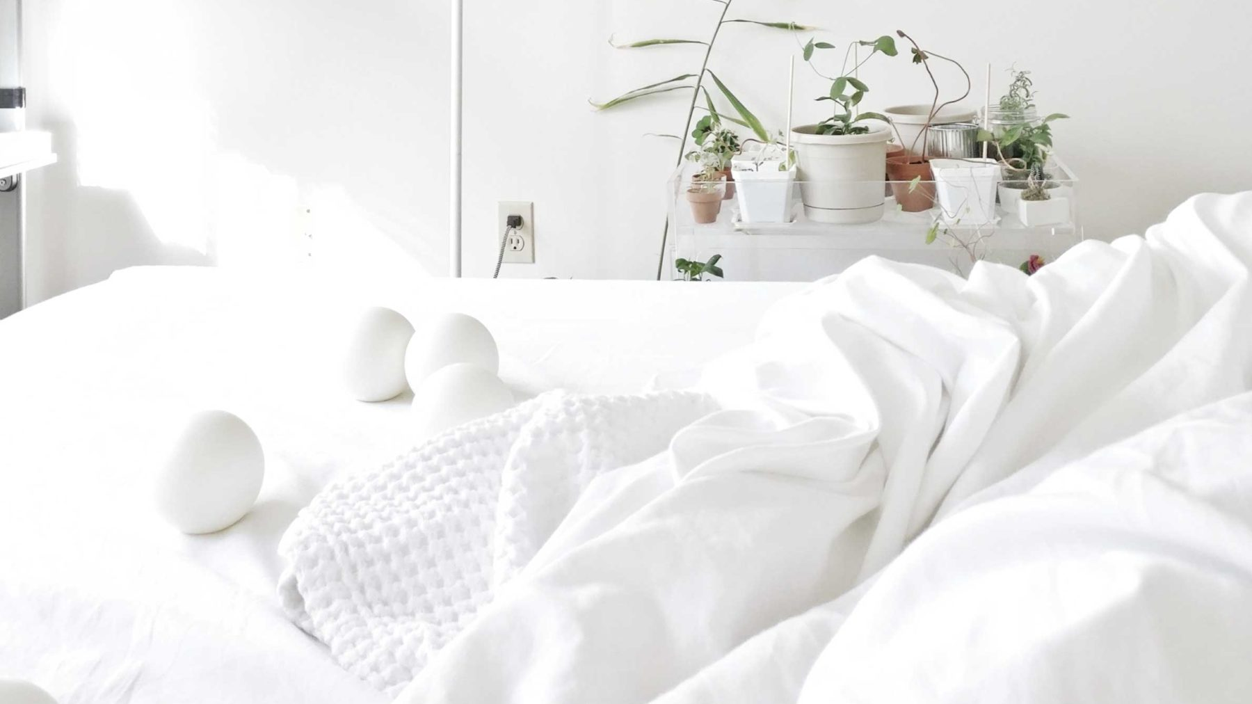 How to keep white bed linens white.